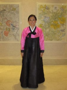 Mary in traditional Korean attire